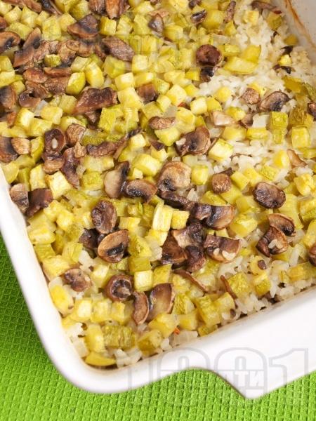 Печени тиквички на кубчета с ориз и гъби на фурна (без яйца) - снимка на рецептата